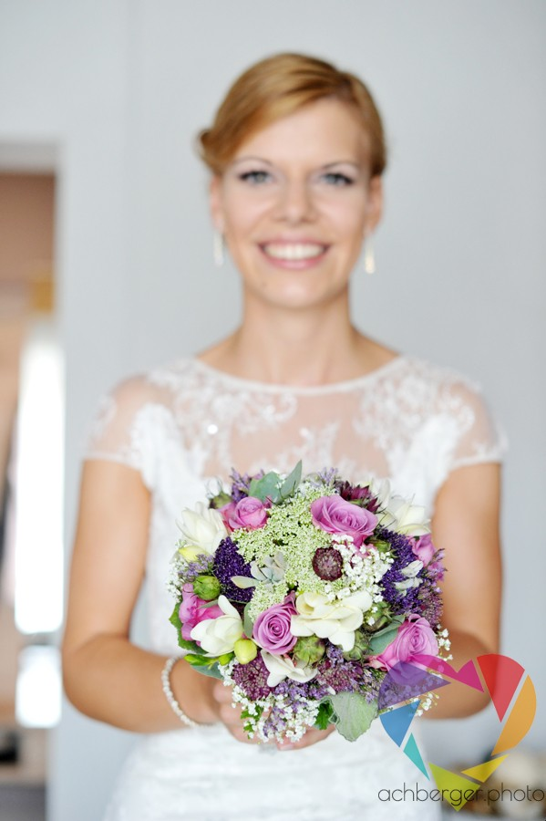 bride flowers smile