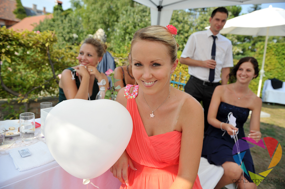 bridesmaid baloon smile
